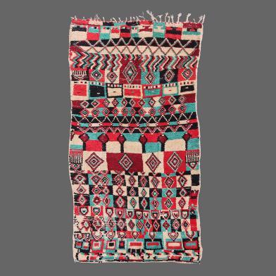 Ancien tapis Azilal avec un regard ethnique psychédélique coloré.