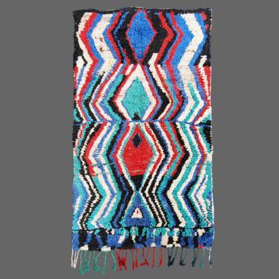 Les tisseurs marocains font des tapis modernes avec des anciennes traditions et techniques.